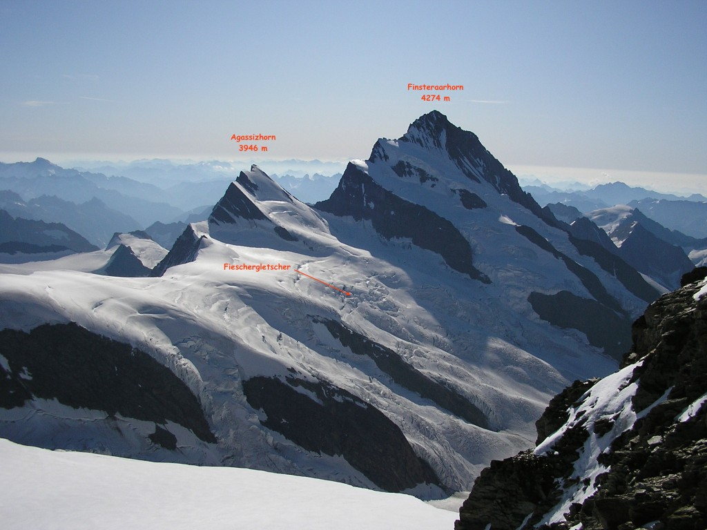 Finsteraarhorn, point culminant de la ligne A/M