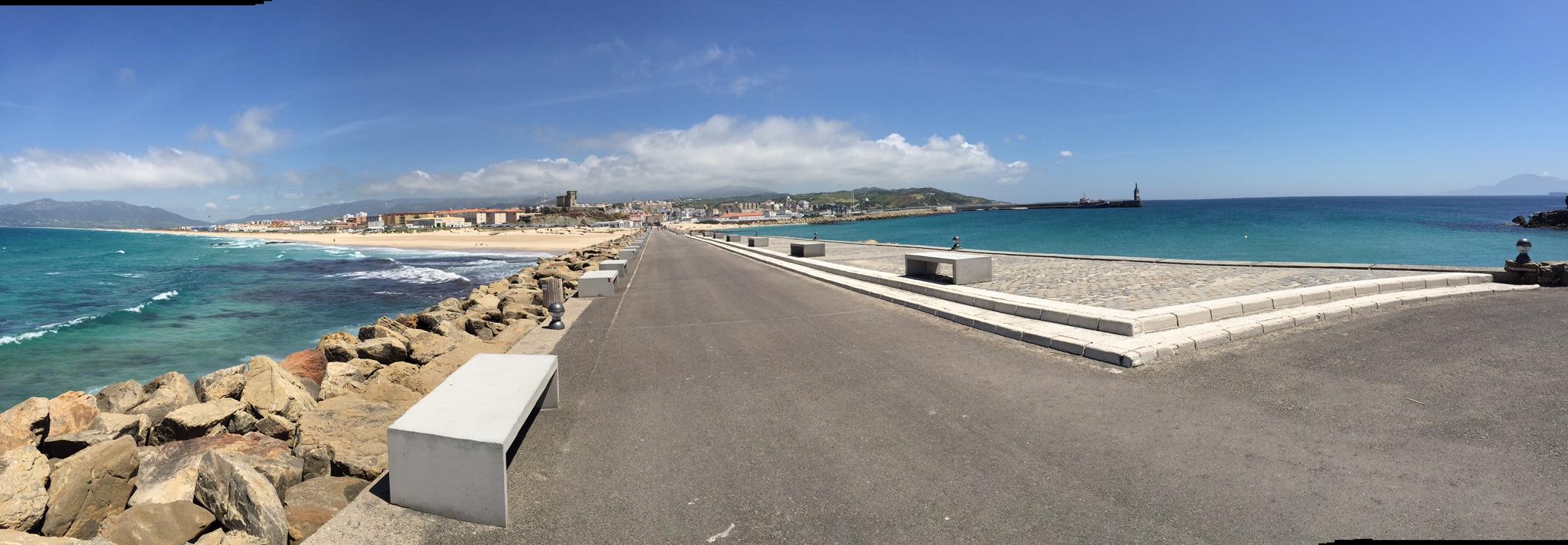 Tarifa vue de las Palomas : Atlantique à gauche