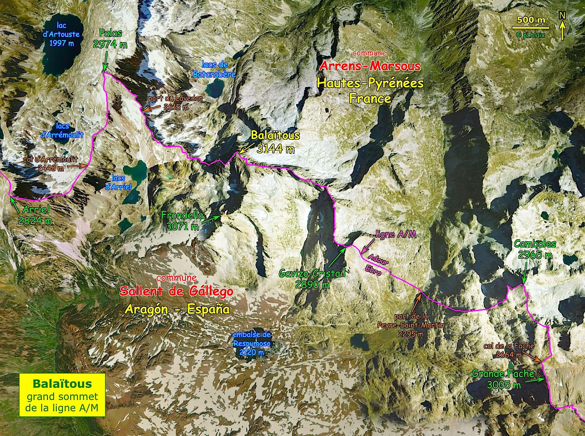 Entre la Grande Fache et le pic d'Arriel, la ligne A/M passe par le Balaïtous et coïncide avec la frontière France-Espagne sur 13 km
