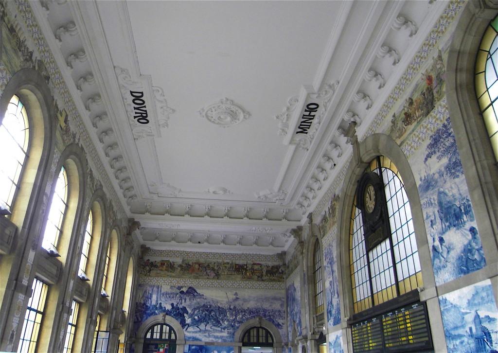 Le plafond de la gare de Porto célèbre le Douro et le Minho !
