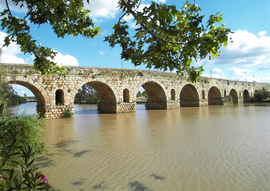 Pont romain (1er siècle) sur le Guadiana à Mérida. © plblaix