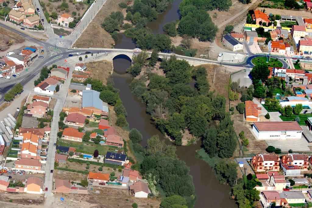 Le Duero à Puente Duero sur le camino de Madrid (source rmelgar)