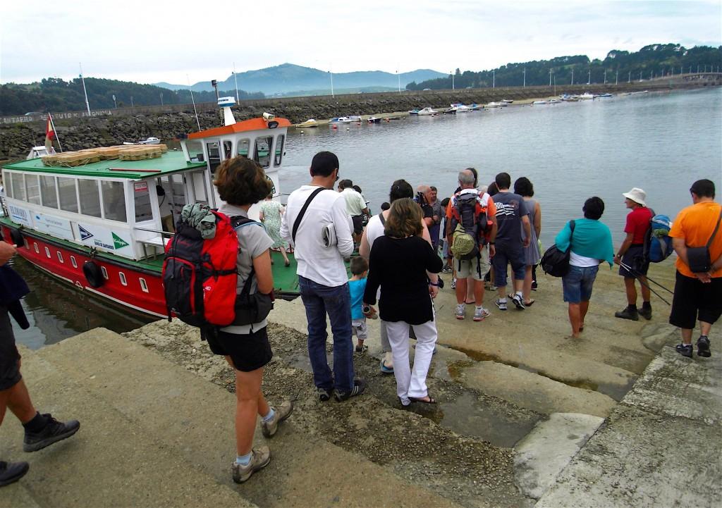 Bateau de Somo à Santander sur le camino del Norte en septembre 2011. © plblaix