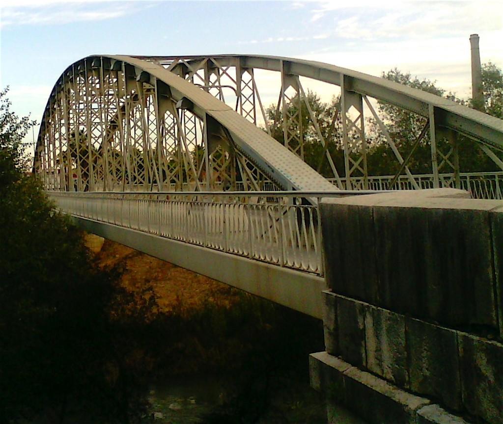 Le camino de Levante traverse le Júcar sur le puente de hierro San Gregorio (1917) à Alzira