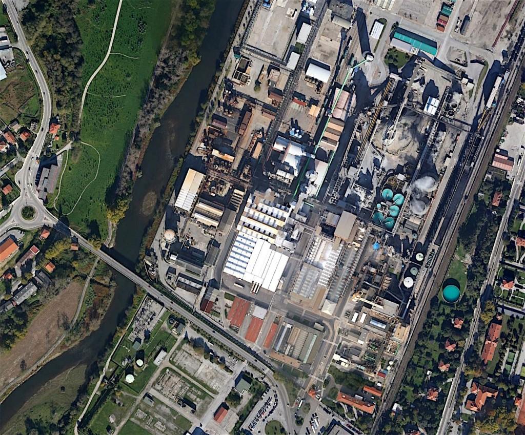 Pont sur le río Saja et usine Solvay où passe le camino del Norte.