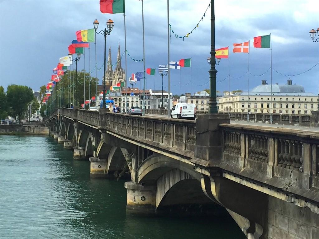 Le pont Saint-Esprit sur l'Adour à Bayonne, le 6 octobre.